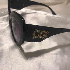 Over sized cat eyed sunglasses
